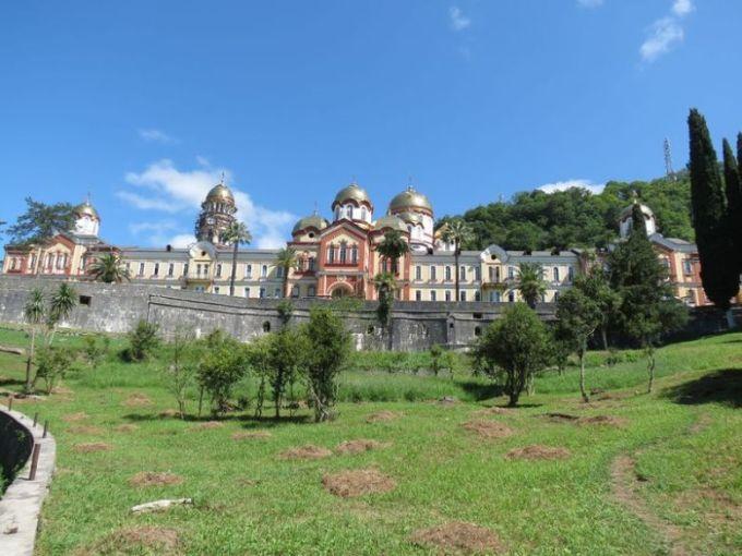Новоафонский монастырь вид с дороги грешников