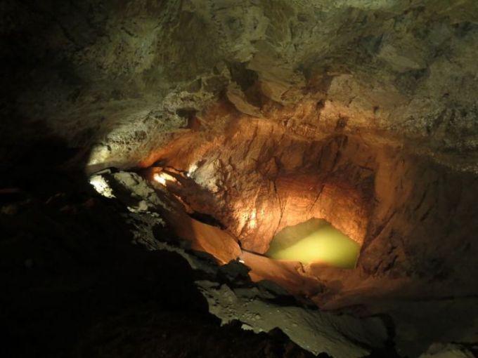 Подземное озеро. Новоафонская пещера