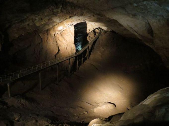 Новоафонская пещера, мост между залами